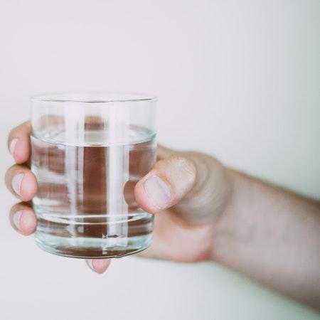 dispenser reverse osmosis untuk menyaring virus dan bakteri